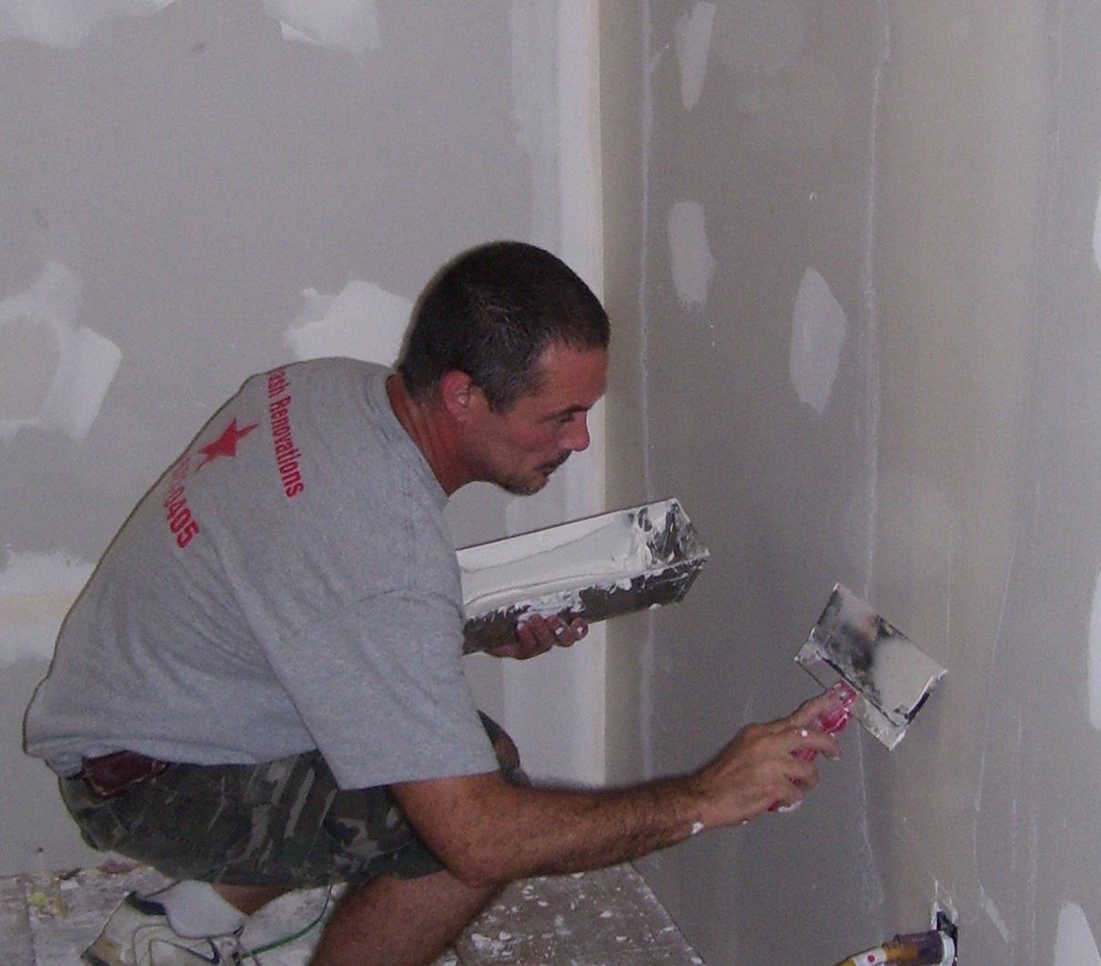 Fiveash Renovations Mike Mudding the drywall